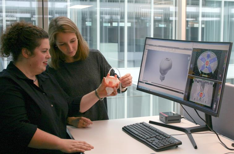 Alina Elter and Wibke Johnen discuss a new 3D-printed prostate attached to a silicone bladder for use in an anthropomorphic pelvis phantom